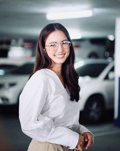 Filipina Girls, Uzzlang Girl, Ulzzang Couple, Cute Korean Girl, Princesa Diana, Eyeglasses For Women, Asian Actors, Aesthetic Photo, Photography Poses