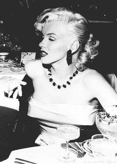 Marilyn Monroe photographer by Murray Garrett, 1953.