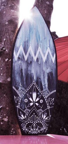 Eva Lubart Artwork - surfboard - design - mandala - boho - tropical - déco - Love the colors