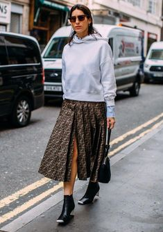 8 Street Style Trends We Spotted at Fashion Week to Copy STAT - theFashionSpot New Street Style, Street Style Trends, Autumn Street Style, Street Style Women, Street Chic, Street Styles, Fashion Wear, Look Fashion, Korean Fashion