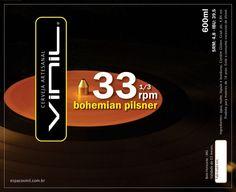 Cerveja Vinil 33 1/3 rpm, estilo Bohemian Pilsener, produzida por Cerveja Artesanal Vinil, Brasil. 4.8% ABV de álcool.