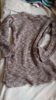 Blusão mesclado em tricô canelado, gola canoa.
