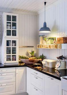 6 tips för mysig adventsstämning – som varar hela december – Hus & Hem Kitchen Dining, Kitchen Cabinets, Dining Rooms, Rum, December, Ceiling Lights, Table, Furniture, Tips