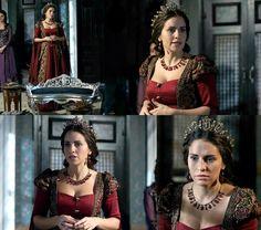 Gevherhan's red rose & gold detailed dress, 2x08