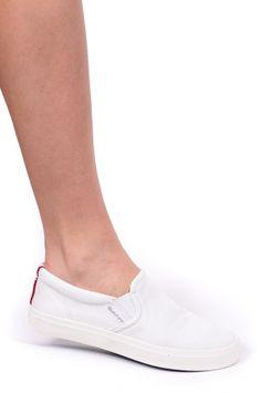 Gant tenisówki/trampki 12578159 Zoe G29 white - Gant, kolekcja wiosna/lato 2016Modne i kultowe buty! Wykonane są z materiału tekstylnego oraz gumowych klinów. Świetnie sprawdzą się zarówno w codziennej eksploatacji, jak również podczas aktywności sportowych. Podeszwa z gumy zapewnia komfort podczas uprawiania sportów. Wkładka wewnętrzna wykonana jest z tkaniny zapewniającej komfort, a podeszwa zrobiona jest z wysokogatunkowej gumy. Dzięki klinom z gumy - świetnie układają się na stopie i…