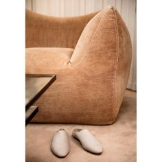 Mario Bellini Le Bambole sectional velvet sofa from the Find Furniture, Living Room Furniture, Furniture Design, Cowhide Furniture, Bellini, Chaise Vintage, Velvet Sofa, Mid Century Modern Furniture, Mid Century Design