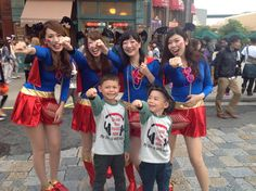 @usj_official Tommy and Mikey with #sexy #supergirl(s)