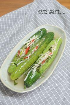 오이소박이 물김치 만드는법!!!//오이소박이물김치 담그기 : 네이버 블로그 Korean Side Dishes, K Food, Light Recipes, Korean Food, Kimchi, Food Plating, Food Styling, Pickles, Cucumber