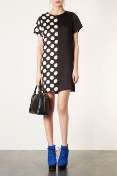 That's pretty fun.  Black Dress #2dayslook #ramirez701 #BlackDress www.2dayslook.com