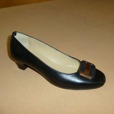 Soft: Γόβα, Δέρμα, Διακόσμηση: Εγκράφα καστόρι με μέταλλο (Κωδικός: 210.911) > Tresor by Yiannis Xouryas > www.e-Tresor.gr & www.GreekShoes.Net Salvatore Ferragamo, Flats, Shoes, Fashion, Loafers & Slip Ons, Moda, Zapatos, Shoes Outlet, Fashion Styles