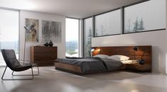 Łóżko z fornirowanym wezgłowiem w dowolnym wybarwieniu i integralnymi stolikami