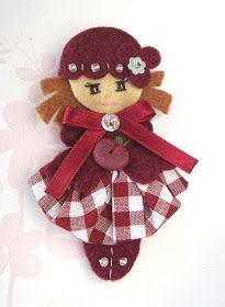 Felt brooch or bag pin. Felt Crafts Diy, Doll Crafts, Yarn Crafts, Sewing Crafts, Tiny Dolls, Ooak Dolls, Cute Dolls, Felt Gifts, Felt Christmas Ornaments