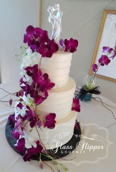 buttercream wedding cake - horizontal stripes with fresh orchids #elegantwedding #classicweddingcake #orchids #stripes