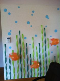 Under the Sea ; streamers climbing the wall. Would be cute for a little mermaid party for a little girl, or a Finding Nemo party. Under The Sea Theme, Under The Sea Party, Decoration Creche, Bubble Guppies Birthday, Little Mermaid Parties, Party Themes, Ocean Party Decorations, Under The Sea Decorations, Birthday Door Decorations