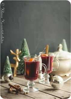 Weihnachtspunsch mit Rotwein 🍵🎄 Cocktail Drinks, Fun Drinks, Cocktails, Beverages, Sangria Recipes, Cocktail Recipes, Food Hacks, Food Inspiration, Holiday Recipes