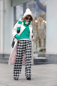 24 Fall Street Styles To Not Miss Today - Fashion New Trends New Outfits, Casual Outfits, Fashion Outfits, Womens Fashion, Fall Winter Outfits, Winter Fashion, White Coat Outfit, Autumn Street Style, Winter Style