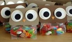 DIY Owl Party Treat Bag - - Owl Party Treat Bags are an easy and frugal idea for a party favor for your kids birthday parties! This would even be a cute baby shower idea too! In fact it. Halloween Party Appetizers, Healthy Halloween Treats, Halloween Food For Party, Halloween Candy, Creepy Halloween Food, Easy Halloween, Birthday Party Treats, Birthday Parties, Owl Parties
