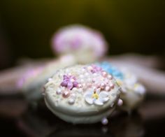 Artisan oreos with edible pearls and flowers. #Wedding Favors  www.shocolaate.com