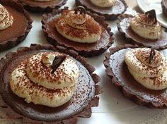 VÍKENDOVÉ PEČENÍ s Milou: Čokoládové tartaletky Sweet Recipes, Healthy Recipes, Healthy Food, Cake Art, Pavlova, Food Art, Cheesecake, Deserts, Food And Drink