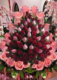 Creative Flower Arrangements, Beautiful Flower Arrangements, Floral Arrangements, Birthday Wishes Flowers, Happy Birthday Flower, Rose Flower Pictures, Rose Flower Wallpaper, Red Rose Bouquet, Flower Rangoli