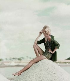 Vintage model photography - a green ladylike life.jpg
