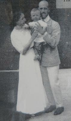 Михаил и Наталья с сыном Георгием. Фото: предоставлено Светланой Рожковой