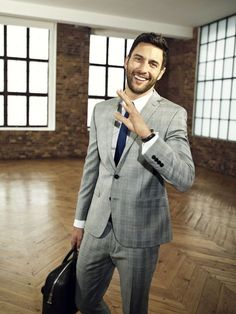 Noah Mills by Leo Cackett Sharp Dressed Man, Well Dressed Men, Business Outfits, Business Attire, Highest Paid Male Model, Urban Fashion, Mens Fashion, Fashion Suits, Grey Suit Men