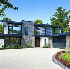 These days, such a lot of individuals look for modern house plans as a result of its characteristics. modern style of architecture emphasizes plenty on how a house functions rather than how it's. Modern House Plans, Modern House Design, Modern Family House, Casas Containers, Dream House Exterior, House Exteriors, House Exterior Design, Modern Exterior, Exterior Colors