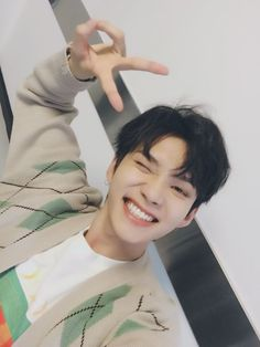 I love his smile oh my god it is literally the sun save me why is it so beautiful Korean Boys Ulzzang, Ulzzang Couple, Ulzzang Boy, Korean Men, Cute Asian Guys, Asian Boys, Asian Men, Boys Like, Cute Boys