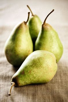 Pears are among the most popular local fruit varieties. But can dogs eat pears? Yes, pears are suitable for dogs but it's choking hazardous. Pear Fruit, Fruit And Veg, Fruits And Vegetables, Fresh Fruit, Vegetables Photography, Fruit Photography, Still Life Photography, Fruit Gifts, Fruit Picture
