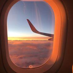 Once a year, go someplace you've never been before. Dalai Lama ✈️☀️ #quoteoftheday #quote #dalailama #onceayear #travel #plane #flight #sunset #nofilter #love #travelgram #seetheworld #takemeback #view #need #holidays #and #money #austrianblogger #viennablogger #wanderlust #flugzeug #rosawolken #sonnenuntergang #manmögemichbittezurückbringen