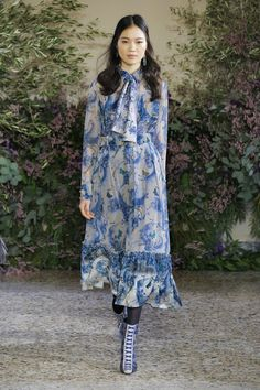 Luisa Beccaria Fall 2018 Ready-to-wear Fashion Show Collection: See the complete Luisa Beccaria Fall 2018 Ready-to-wear collection. Look 12 Women's Runway Fashion, Fall Fashion Trends, Fashion 2018, Modest Fashion, Fashion Brands, Autumn Fashion, Fashion Outfits, Womens Fashion, Fashion Tips