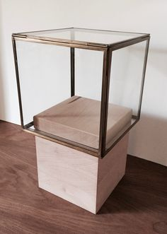Amazing DIY Object Box For Small Ceramics/sculptures: Wooden Cube + Glass/brass Cube Design Ideas