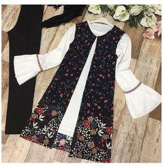 Pakistani Fashion Casual, Muslim Fashion, Hijab Fashion, Fashion Dresses, Stylish Dresses For Girls, Stylish Dress Designs, Designs For Dresses, Blouse Batik, Batik Dress