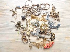 A Mixed Selection of Vintage Jewellery