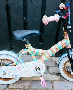 DIY: fiets decoreren met maskingtape- DIY bicycle- maskingtape- http://www.galerie-lucie.nl/