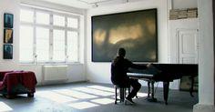 """In seinem """"Museum der Stille"""" lädt Nikolai Makarov den Betrachter zur Entschleunigung ein und lässt viel Raum für Interpretation und Entspannung."""