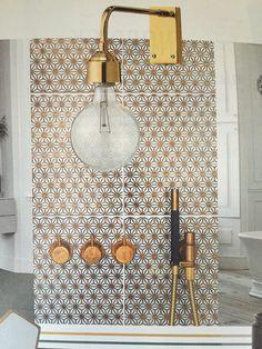 Rustikt badeværelse Fliser: made a mano Lampe: bloomingville 599kr