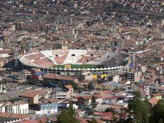 Vista del Estadio Inca Garcilaso de la Vega y parte del distrito de Wanchaq. Con Ingrid Yrivarren.