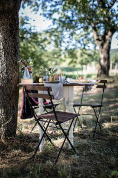 Wunderschöne Tischdekoration im Apfel-Garten von @shawlisch für sisterMAG N°26 - Erde und Ernte Ausgabe. Magazin-Editorial