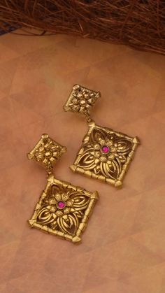#goldearrings #goldearringsforwomen❤ #goldearringsph #earrings Gold Jhumka Earrings, Jewelry Design Earrings, Gold Earrings Designs, Jhumka Designs, Golden Jewelry, Golden Earrings, Antique Gold Rings, Gold Earrings For Women, Jewelry Model