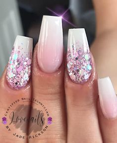 Semi-permanent varnish, false nails, patches: which manicure to choose? - My Nails White Gel Nails, Cute Acrylic Nails, Gold Nails, Acrylic Nail Designs, Cute Nails, Pretty Nails, My Nails, Chrome Nails, Pink Glitter Nails