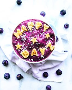 RECIPE : frozen bananas 🍌a splash of 💦a handful of scoop of Vanilla SKy Smoothie Bowl, Smoothies, Vanilla Sky, Frozen Banana, Bananas, Acai Bowl, Photo And Video, Breakfast, Recipes