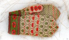 Ravelry: Valmuevotter - Poppy Mittens pattern by Cecilie Kaurin and Linn Bryhn Jacobsen Mittens Pattern, Knit Mittens, Mitten Gloves, Knitting Socks, Hand Knitting, Knitted Hats, Knitting Patterns, Knit Socks, Fair Isle Knitting