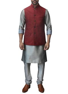 Buy men's jackets from India online. Stylish jackets make the ideal party wear in summer or winter. Includes linen, silk & quilted jackets for suits. Indian Men Fashion, Indian Fashion Designers, Indian Designer Outfits, Men's Fashion, Indian Groom Wear, Indian Wear, Indian Jackets, Wedding Outfit For Boys, Groom Outfit