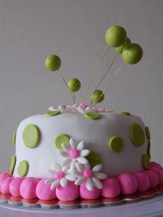 Torta con flores en fondant. Torta de cumpleaños. birthday cake