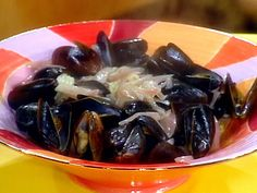 Big Mussels with Garlic and Vermouth