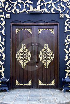 Puertas Adornadas Fotos de archivo - Imagen: 9885783