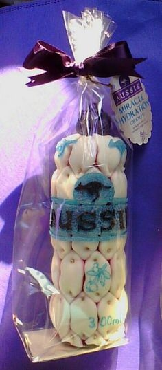 Bote de champu aussie. Pypcaterindegolosinas@gmail.com Buffet eventos productos para marketing candy bar chuches sweet personalizado etiquetas libros tarjetas cajas https://es-es.facebook.com/pages/PP-catering-de-golosinas/547752995247812