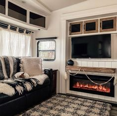 Travel Trailer Living, Caravan Living, Rv Living, Tiny House Big Living, Tiny House Plans, Camper Life, Rv Life, Puppy Room, Rv Homes